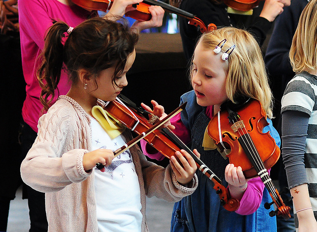kids learning violin