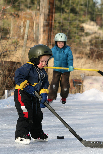 outdoor hockey kids